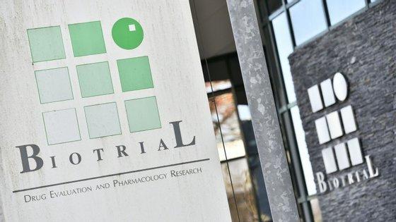 Os ensaios clínicos decorriam no laboratório privado Biotrial, em Rennes (França)