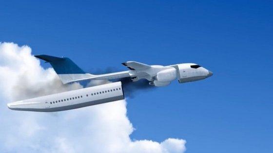 Em caso de emergência, a cabine dos passageiros separar-se-ia e aterraria em segurança, através de um sistema de paraquedas
