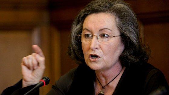 """Maria de Lurdes Rodrigues disse no Parlamento que a Parque Escolar """"foi uma grande festa para o país""""."""