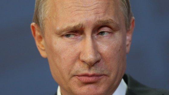 A anexação da Crimeia levou a que a Rússia fosse alvo de sanções económicas, a que Vladimir Putin respondeu
