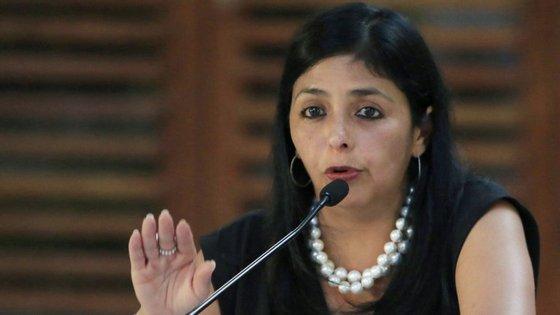 """""""Fazemos este apelo a que os funcionários diplomáticos acreditados na Venezuela não se envolvam na vida política nacional. Não lhes corresponde, não lhes compete"""", disse a ministra das Relações Exteriores, Delcy Rodríguez."""