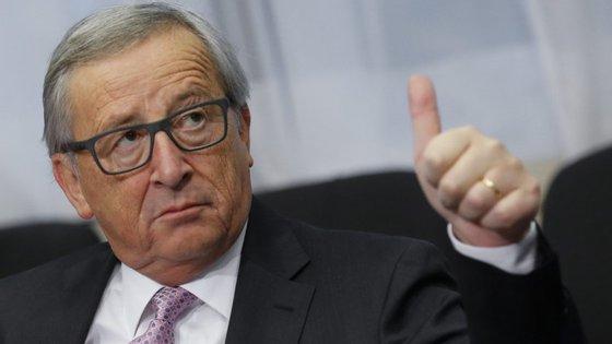 Juncker prefere esperar para ver