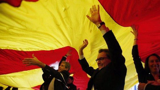 A sondagem da NC Report indica ainda que quase metade dos entrevistados (49,7%) não quer uma separação da Espanha