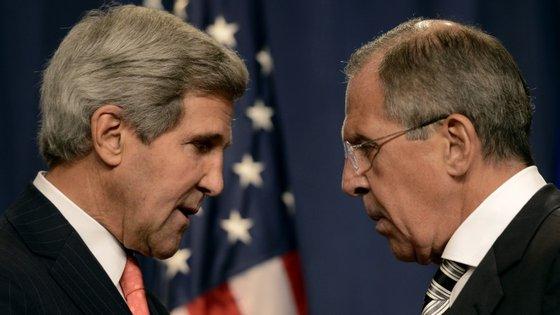 John Kerry e Serguei Lavrov  vão abordar as conversações de paz que devem arrancar a 25 de janeiro em Genebra entre representantes do regime do Presidente sírio Bashar al-Assad e a oposição moderada no exílio.