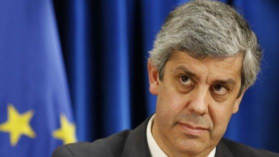 """Mário Centeno quer que a redução do horário de trabalho dos trabalhadores públicos não tenha custos para o Estado; o secretário-geral da FESAP diz que """"isso é impossível"""""""