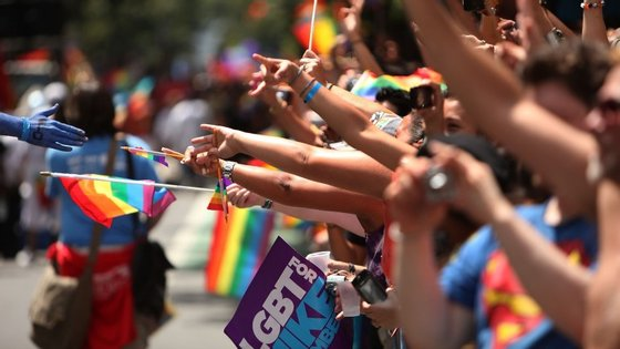 Marcha Gay em Nova Iorque, em junho de 2009. Celebravam-se os 40 anos da Revolta de Stonewall (1969) -- um marco na história dos direitos LGBTI.