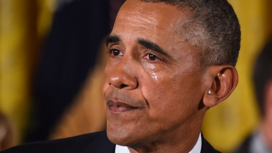 Obama arrancou o ano com lágrimas no rosto, quando discursou sobre a venda livre de armas de fogo no país