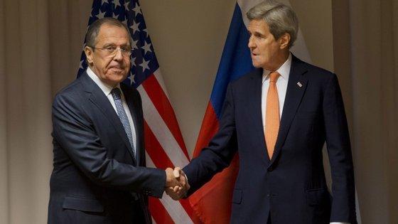 John Kerry com o ministro dos Assuntos Externos russo, Sergey Lavrov