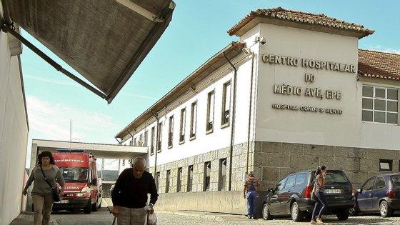 Em relação ao hospital de Santo Tirso, este encontra-se integrado no Centro Hospitalar do Médio Ave e por aí vai ficar juntamente com o de Vila Nova de Famalicão.