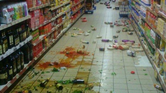 Os estragos registados num supermercado em Melilha