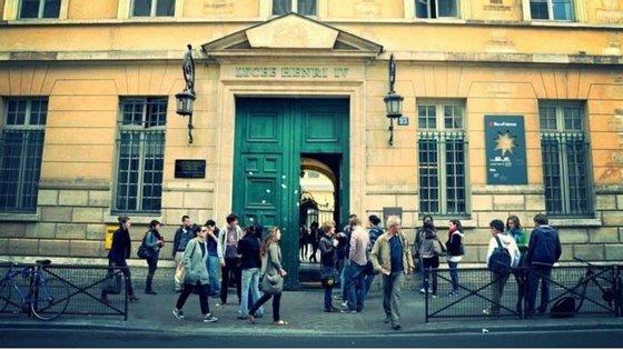 O liceu Henri IV foi uma das escolas evacuadas