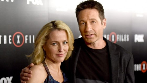 Fox Mulder (David Duchovny) e  Dana Scully (Gillian Anderson) continuarão a ser protagonistas na nova temporada da série, que estreará em Portugal a 26 de janeiro, na Fox