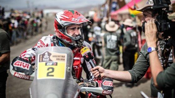 Paulo Gonçalves estava em segundo lugar da classificação geral das motos, a 2min05s do líder, após sofrer uma queda valente na segunda-feira, durante a oitava etapa