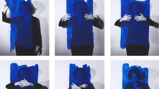 """A exposição """"A minha obra é o meu corpo, o meu corpo é a minha obra"""", de Helena Almeida, termina no domingo. Apresse-se"""