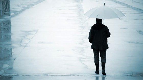 Em dias de chuva, nem o chapéu mais colorido consegue dar vida a um tempo tão cinzento. Mas existem formas de contrariar o mau-humor típico do inverno (sem ser mudar-se para o outro hemisfério).
