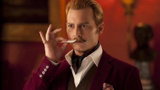 """Johnny Depp está nomeado para duas categorias, com o filme """"O Excêntrico Mortdecai"""": pior ator e pior junção no ecrã (ele e o seu """"bigode postiço"""" formaram uma sociedade de que os responsáveis não ficaram fãs)"""