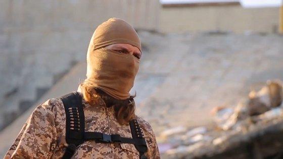 """""""Oh querida Al-Andalus! Pensaste que te tínhamos esquecido. Juro por Deus que jamais o fizemos. Nenhum muçulmano pode esquecer Córdoba, Toledo e Xátiva (Valência). Há muitos muçulmanos sinceros e fieis que juram recuperar Al-Andalus"""", diz o militante durante o vídeo."""