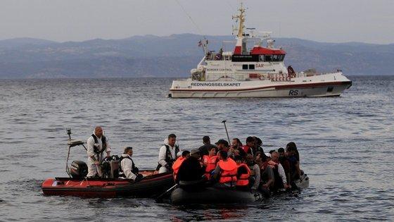 Um dos negócios explorados pela máfia italiana é a produção e venda de lanchas, a traficantes turcos, que depois as vendem aos refugiados