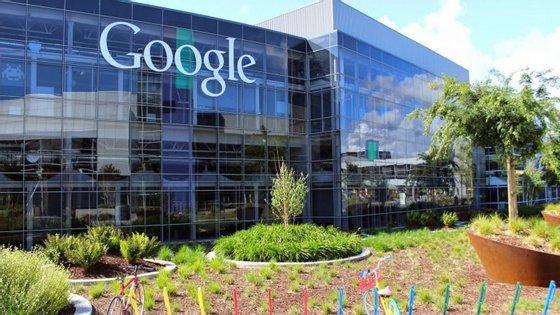 A Alphabet, que substituiu o Google, mantém a sede em Mountain View, na Califórnia.