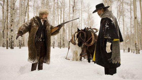 """Kurt Russell e Samuel L. Jackson na neve em """"Os Oito Odiados"""", de Quentin Tarantino"""