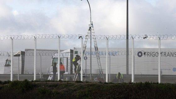 """Na quarta-feira, o ministro do Interior francês anunciou a proibição de todas as manifestações em Calais suscetíveis de provocar """"perturbações da ordem pública"""""""