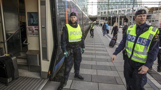 De acordo com o jornal Aftonbladet, alguns dos suspeitos são polacos que residem na Suécia.