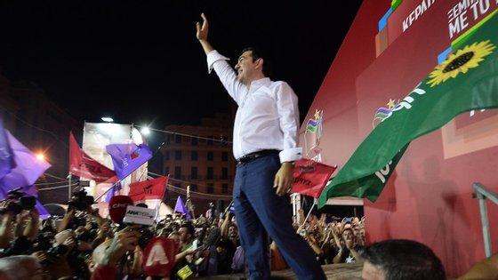"""Isto vai criar cadeias realmente independentes e financeiramente viáveis"", garante Tsipras"