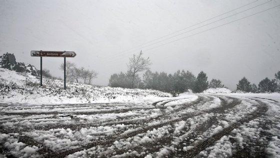 A neve está a condicionar a circulação automóvel