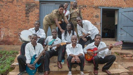"""Alguns dos reclusos que formam o grupo """"Zomba Prison Project"""", nomeado para a categoria de melhor álbum na categoria """"World Music"""""""