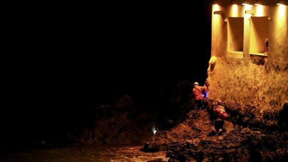 A Polícia Marítima destacou duas lanchas para tentar localizar os possíveis desaparecidos