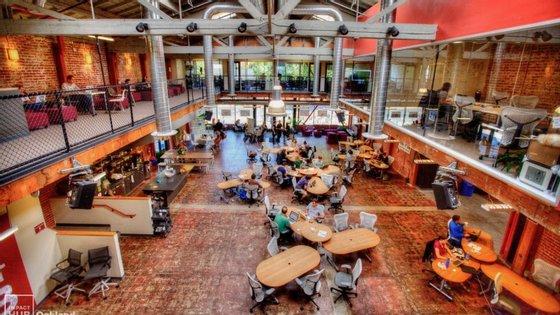 Imagem do Impact Hub, em Oakland, nos EUA