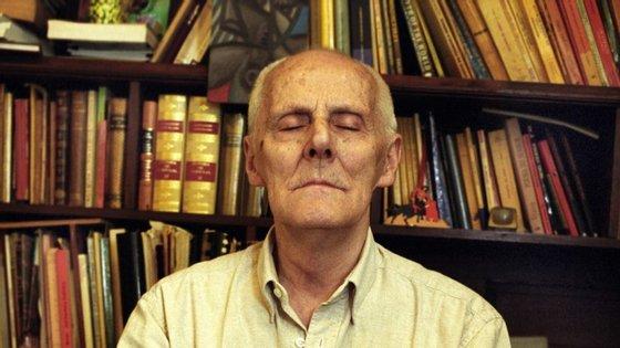 Mário Cesariny morreu em novembro de 2006 e foi sepultado no Cemitério dos Prazeres