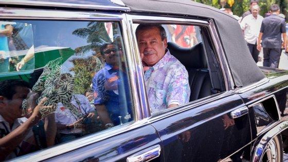 O Sultão de Johor tem atualmente 57 anos de idade.