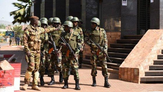 O edifício que alberga a missão militar da União Europeia na capital do Mali, Bamako, foi hoje atacado