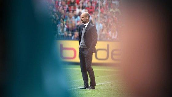 O Bayern de Munique treinado por este senhor tem 44 jogos oficiais feitos esta época. Ganhou 33, empatou cinco e perdeu três