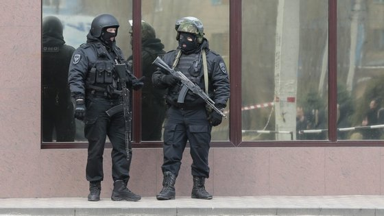 A imprensa russa, porém, fala da existência de um quarto atacante, que terá sido abatido pela polícia durante o ataque