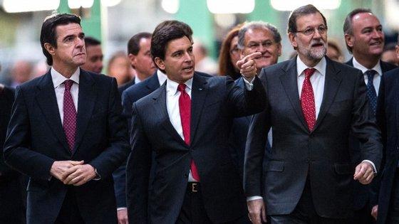 Soria (à esquerda) é ministro do governo de Rajoy, ainda em funções devido ao impasse político em Espanha