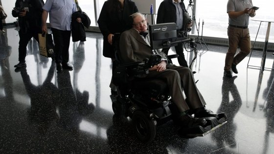 Stephen Hawking está envolvido no projeto que tem como objetivo Alpha Centauri