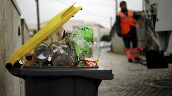 Em 2014, a deposição em aterro era o destino de 42% do lixo