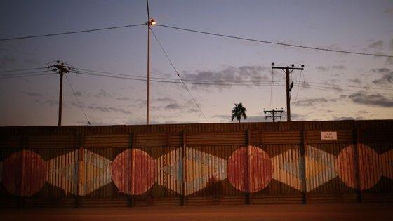 A fronteira com o México, visto do lado de Calexico, na California