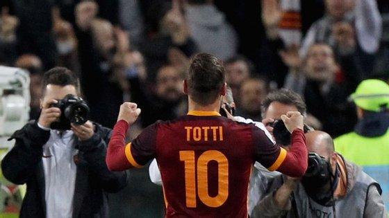 Francesco Totti demorou 22 segundos a marcar depois de entrar em campo. Foi a primeira vez que conseguiu um bis como um substituto (porque muito raramente o foi nas 24 épocas que leva na Roma)