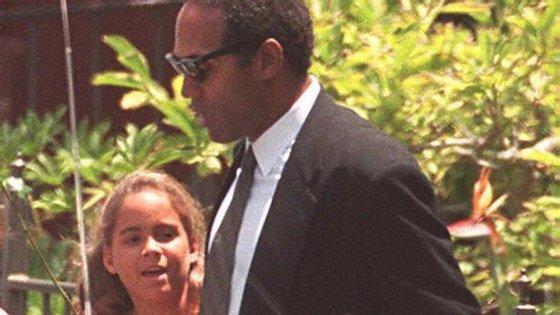 O. J. Simpson com a filha, Sydney, em 1994