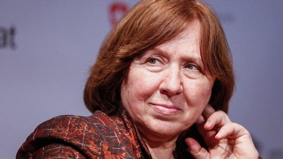 Svetlana Alexievich tentou aterrar na Madeira no sábado, domingo e segunda-feira. Mas o avião voltou sempre para trás, devido ao vento.