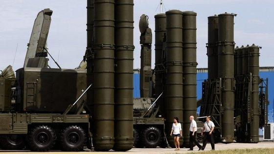 Os Estados Unidos e Israel já criticaram a Rússia pelo contrato com o Irão
