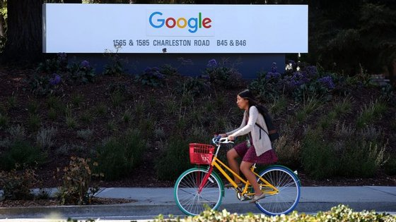 A região de Silicon Valley, situada no estado da Califórnia, é considerada por muitos como o epicentro do empreendedorismo tecnológico e alberga a sede de empresas como a Google, o Facebook e a Apple, por exemplo