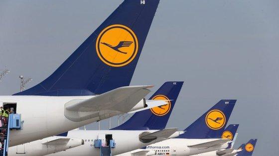 O avião foi obrigado a parar no aeroporto de Hamburgo.