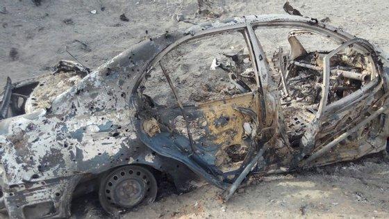 "Este é o carro onde alegadamente estaria o ""mullah"" Mansoor que morreu durante o ataque norte-americano do passado sábado"