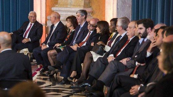António Costa e a equipa ministerial no dia de tomada de posse, na Ajuda
