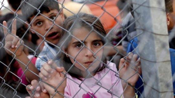 A UE atribuirá três mil milhões de euros para infraestruturas para refugiados e travar a migração ilegal