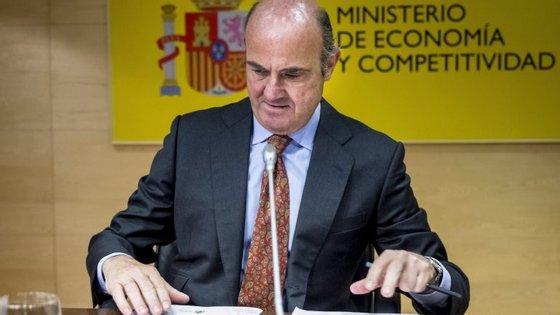 """""""Estou convencido de que não haverá qualquer penalidade contra Espanha"""", diz o ministro da economia espanhol"""